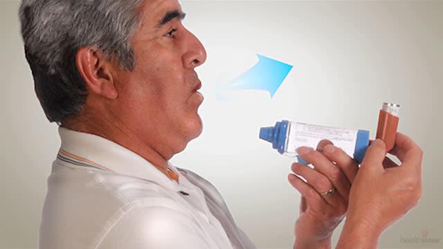 Asma: Uso de un inhalador y un espaciador