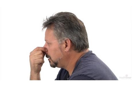 Cómo detener una hemorragia nasal (subtitulado)
