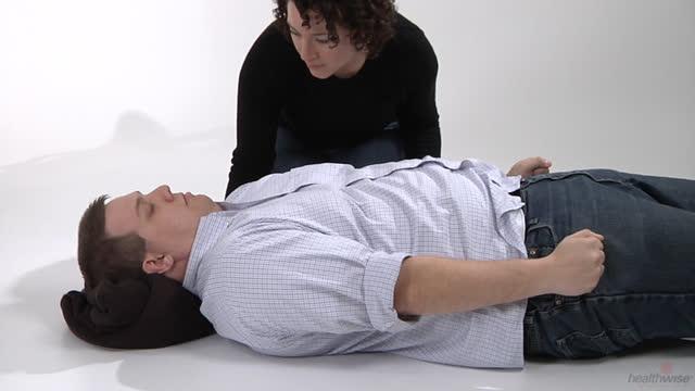 Cómo ayudar a alguien que está teniendo convulsiones (subtitulado)