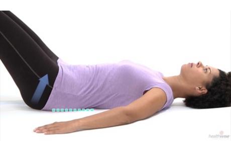 Cómo hacer el ejercicio de inclinación pélvica (subtitulado)
