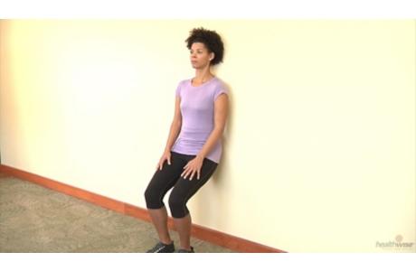 Cómo hacer el ejercicio de sentadilla con la espalda en la pared (subtitulado)