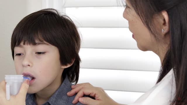 Cómo ayudar a su hijo a sobrellevar el asma