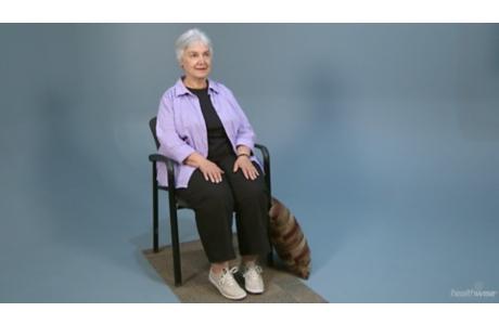 Ejercicios de sentado para personas mayores (subtitulado)