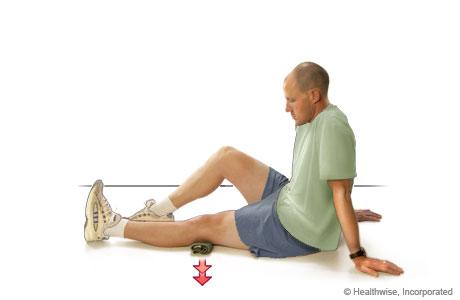 Un hombre haciendo un ejercicio para cuádriceps