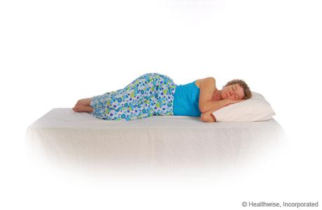Imágenes de cómo proteger la espalda al acostarse: Paso 3 de 3 - Al acostarse