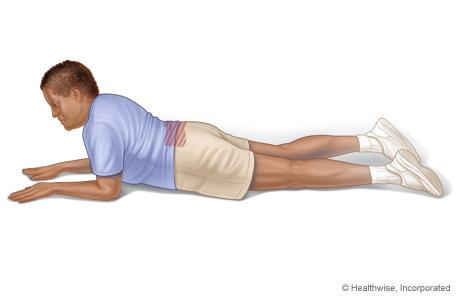 Imagen de un ejercicio de extensión de la espalda presionando hacia arriba