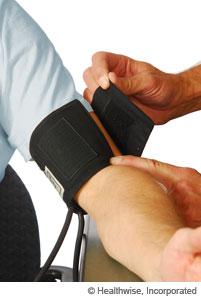 Medidor de presión arterial que es demasiado pequeño